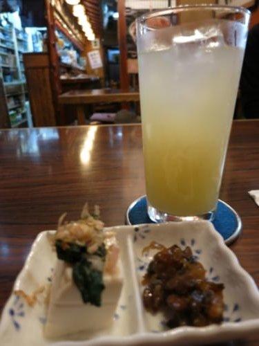 Umeshu-Soda mit Snacks