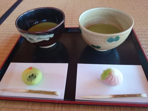 Maccha und Omogashi