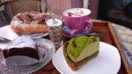 Schokoladenkuchen, Maccha Tarte und Korokke Sandwich